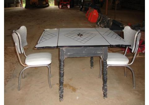 table/2chairs, 2 office chairs